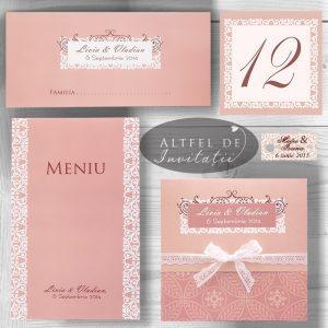 Set papetarie nunta vals vienez - cuprinde invitatie nunta, numere de masa, meniu si place card. Nuantele sunt de roz pal si alb, invitatia fiind accesorizata de o fundita de dantela alba - altfeldeinvitatii.ro