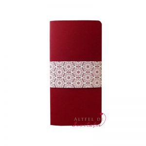 Invitatie Roma pliabila in doua parti, de culoare rosie, imprimata cu model caleidoscopic - altfeldeinvitatii.ro