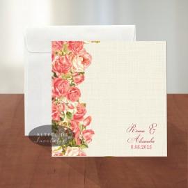Invitatia de nunta Romantica este deosebita prin imprimeul floral cu trandafiri si prin fundalul simplist crem - altfeldeinvitatii.ro