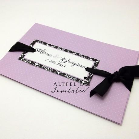Invitatia de nunta Tangoare pe coperta un chenar in care sunt trecute numele mirilor si este legata cu o funda de saten - altfeldeinvitatii.ro