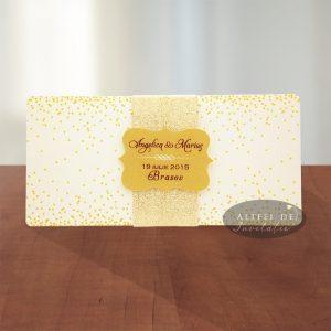 Invitatia de nunta Sampanie si Papioane este simpla si deosebt de rafinata, continand un glitter ce imprima un caracter nonsalalnt - altfeldeinvitatii.ro