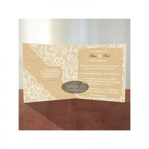 Invitatia de nunta Tentatie rafinata este splendida si apreciata pentru eleganta dantela si pentru accesorizarea cu o fundita - altfeldeinvitatii.ro