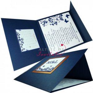 Invitatia de nunta Un nou inceput este bazata pe culori minimaliste: albastu, amb si maro. Are o forma deosebita si imprimeu elegant - altfeldeinvitatii.ro