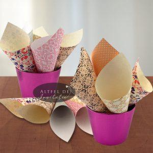Conuri de hartie in nuante deschise de culori si imprimate expresiv - altfedeinvitatii.ro