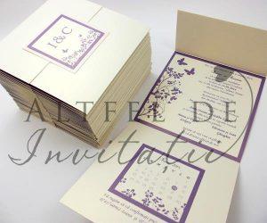 Invitatie de nunta personalizata CN1 crem-mov este dulce si stralucitoare - altfeldeinvitatii.ro