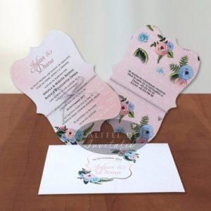 Invitatia de nunta Flori imbujorate are o forma speciala fiind accesorizata cu un snur argintiu - altfeldeinvitatii.ro