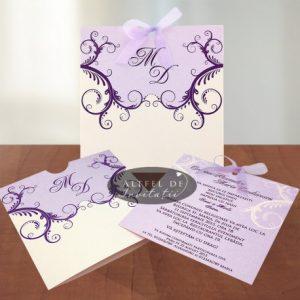 Invitaia de nunta Venetia are o forma speciala sub forma de plic si un carton cu mesajul propriu-zis. In nuante de mov si alb, invitatia este fermecatore - altfeldeinvitatii.ro