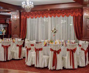 Papetaria de nunta Viata in roz integrata in decorul nuntii