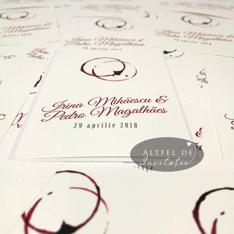 Urmele paharelor de vin, transpuse in invitatii de nunta originale