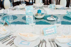 Masa decorata cu papetarie marina varianta turcoaz